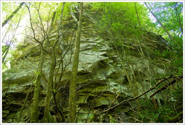 Rock Formations on the Devils Bathtub Hike